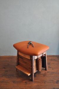 靴職人の作業椅子