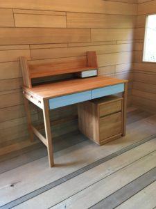 水色の学習机