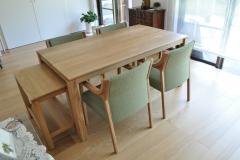 オークのテーブルとワゴン