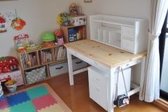 カントリー調のかわいい机