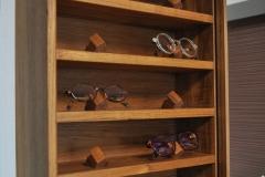 チーク材のメガネ飾り棚