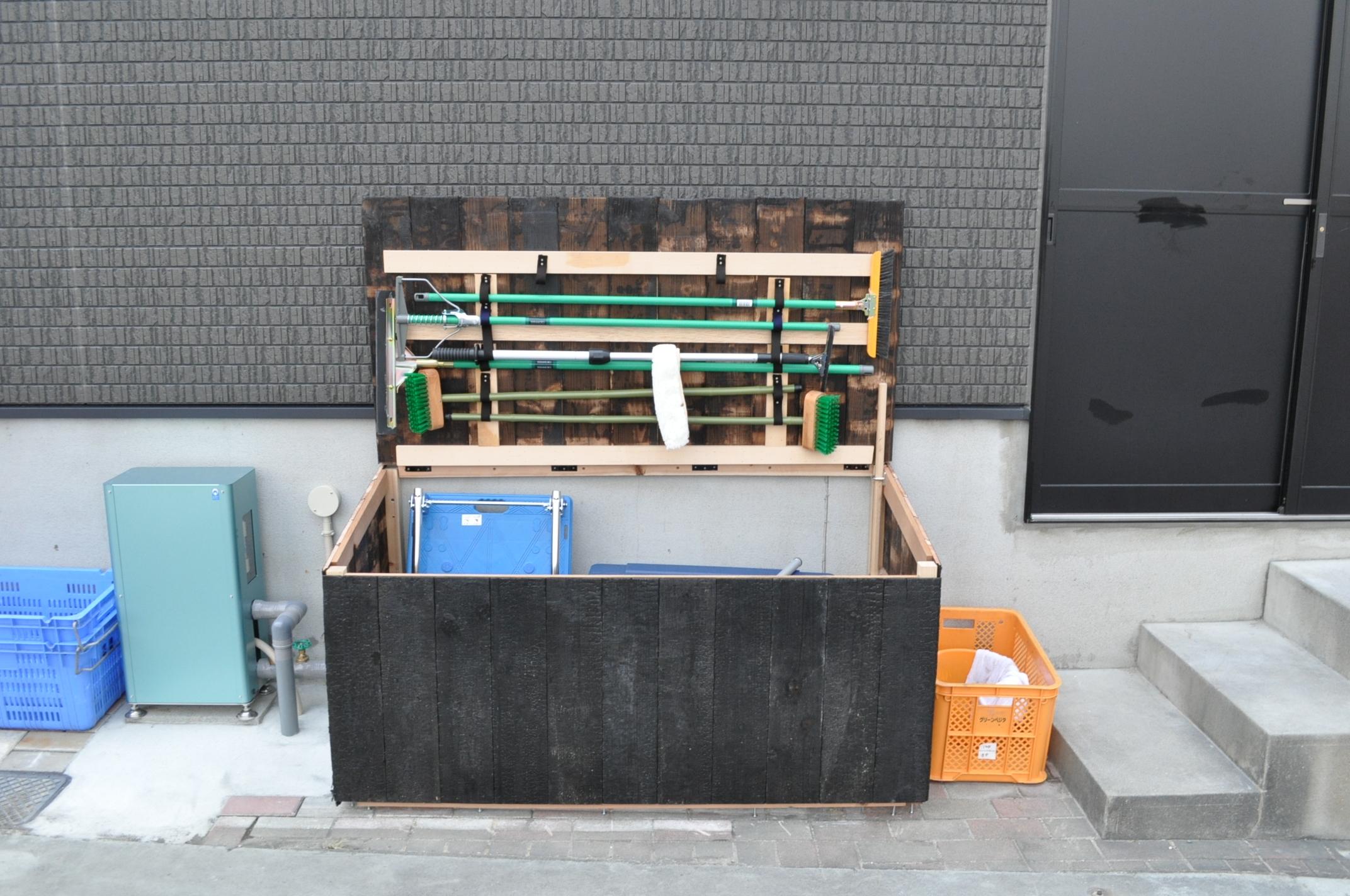 焼き杉の掃除箱