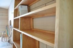 本棚の移動できる仕切り板