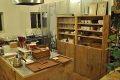 コーヒーショップの食器棚
